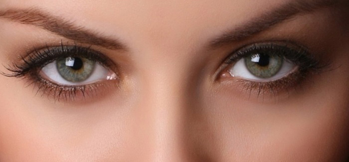 shaping eye brow with brown color